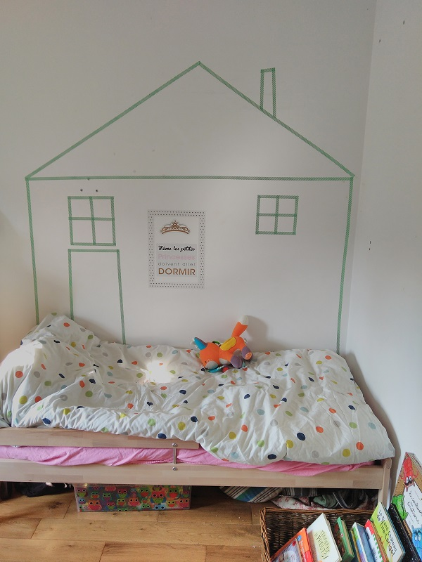 Le lit cabane de bébé Pois